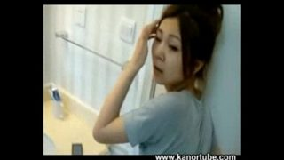 Chinese couple recording in the restroom – www.kanortube.com